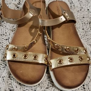 Andrea Beautiful sandals size 8.5